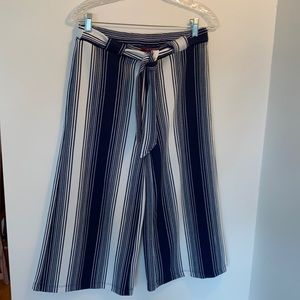 Hot Kiss gaucho pants navy and white striped EUC
